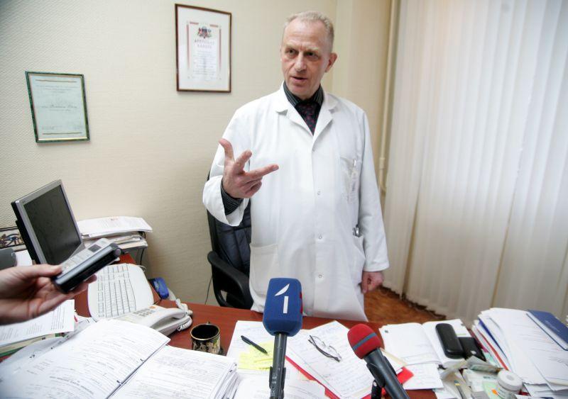 """Sirds ķirurģijas centra vadītājs Romāns Lācis: """"Cilvēka orgānu nav iespējams izgatavot, to var tikai ziedot. Diemžēl donoru katastrofāli trūkst ne tikai Latvijā, bet visā Eiropā."""""""