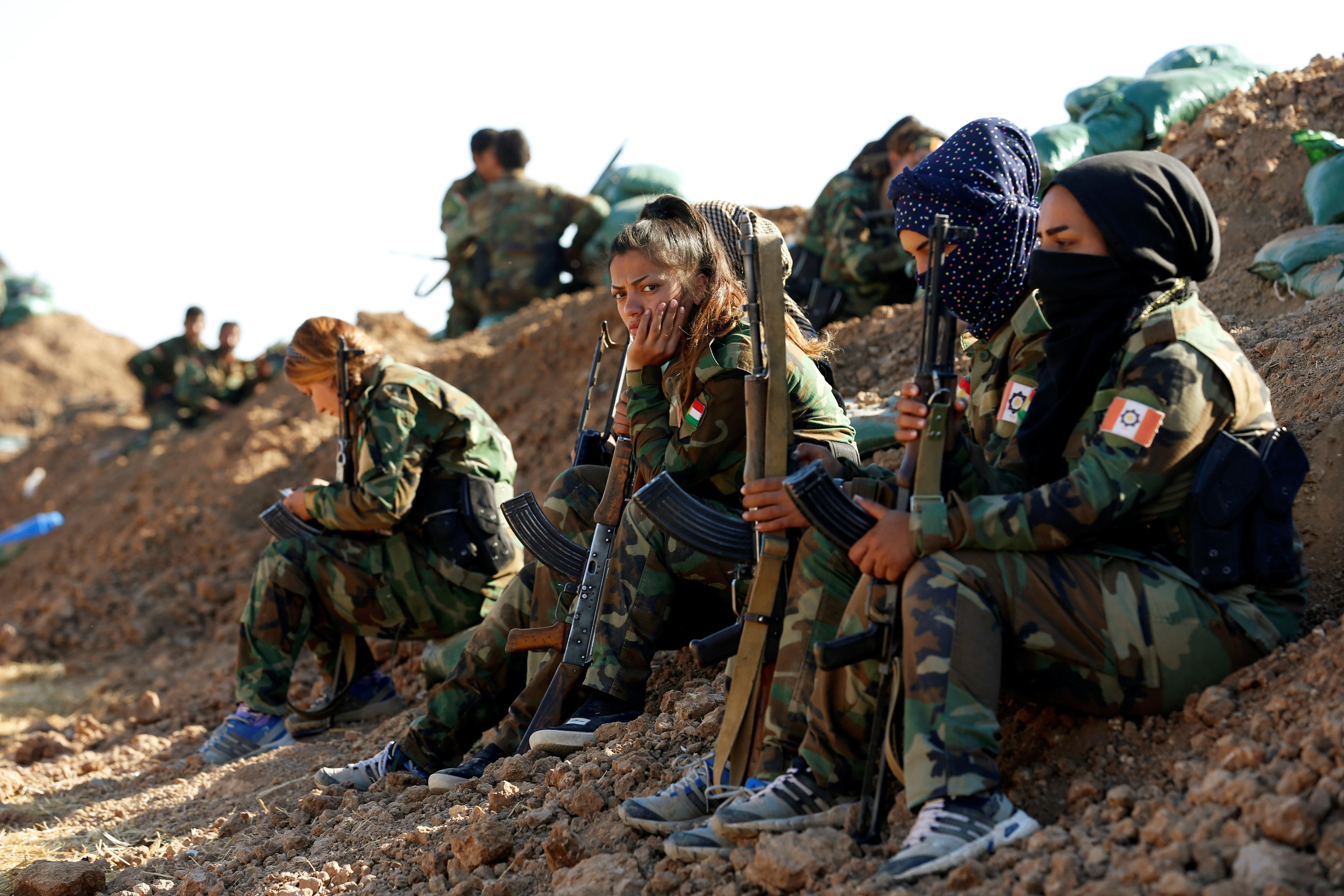 Karotājas pret Islāma valsti Mosulas tuvumā pērn novembrī.