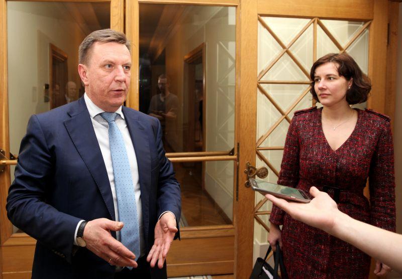 Premjers Māris Kučinskis un finanšu ministre Dana Reizniece Ozola