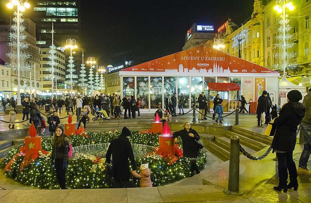 ZAGREBAS centrālajā laukumā un apkārtējās ieliņās ir Horvātijā lielākais Ziemassvētku tirdziņš, kas darbosies līdz pat 8. janvārim.