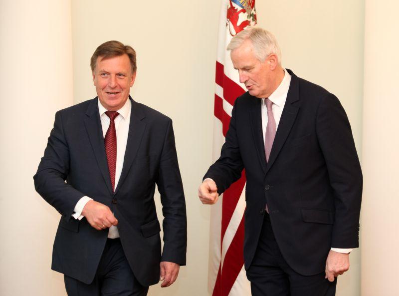 """Ministru prezidents Māris Kučinskis (no kreisās) un """"Brexit"""" galvenais pārstāvis Maikls Barnjē tikšanās laikā Ministru kabinetā."""