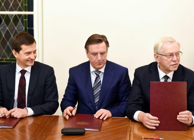 Zaļo un zemnieku savienības (ZZS) pārstāvji Armands Krauze, Māris Kučinskis un Augusts Brigmanis.