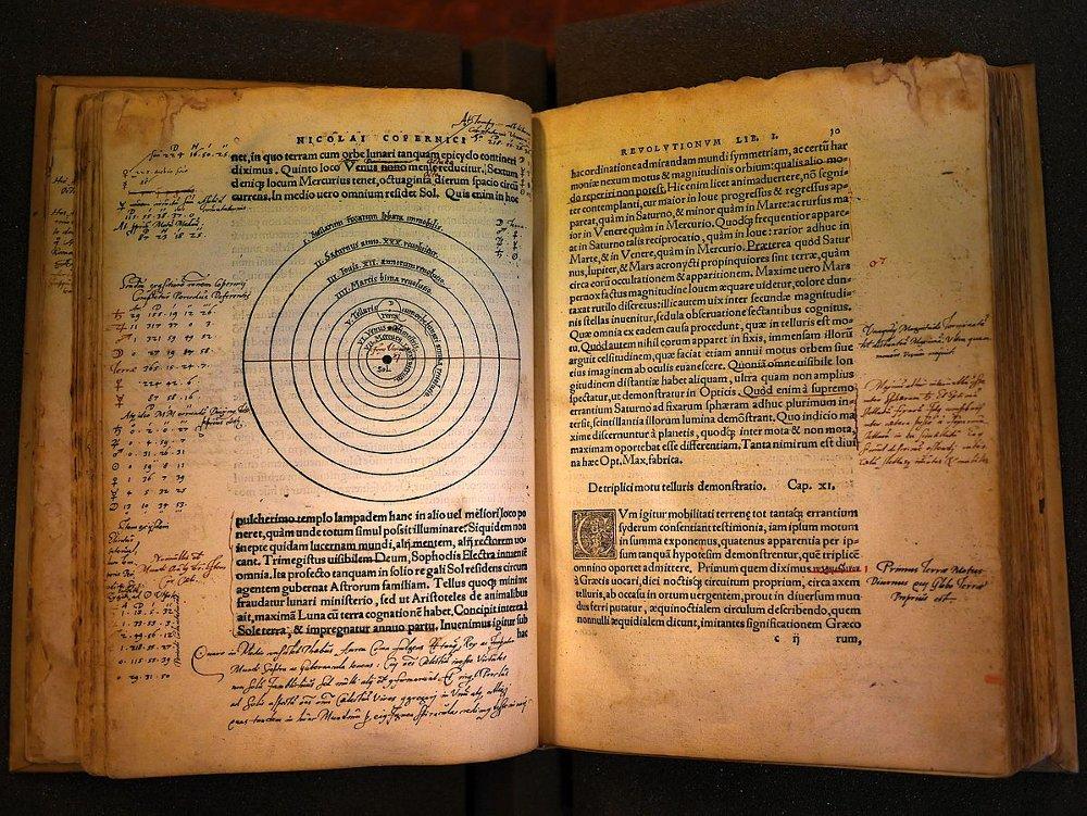 """Kopernika """"De revolutionibus orbium coelestium"""", 1543. gads."""
