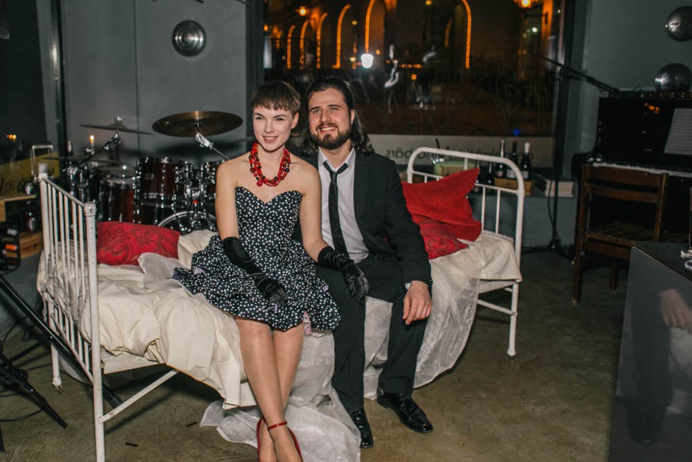 "Andrejs Osokins un Katrīna Gupalo izrādē ""Pēc pusnakts""."