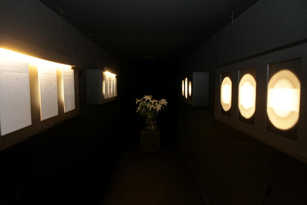 """Izstāde """"Dzejmūzikas erotika"""", kura RMM notika pirms tā slēgšanas uz rekonstrukciju, mazliet atgādina tumšu tuneli bez izejas, kurā patlaban nonākusi muzeja restaurācijas gaita."""