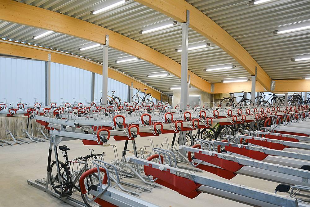 """""""Viesnīcas"""" velosipēdiem pie dzelzceļa stacijām varētu izvietot visā valstī."""