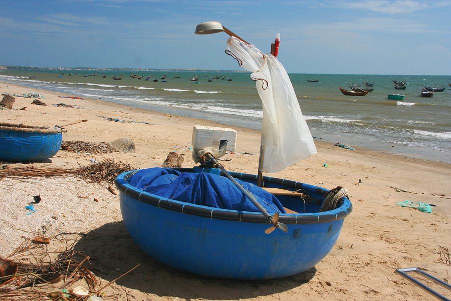 Mui Ne zvejnieku laivas, kas līdzīgas bļodām.