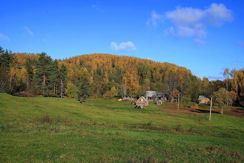 No pakājes visaugstākais kalns – Dzerkaļu kalns Kaunatā.