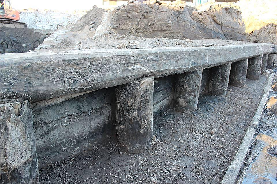 Kobronskansts grāvju koka konstrukcijas saglabājušās negaidīti labi.