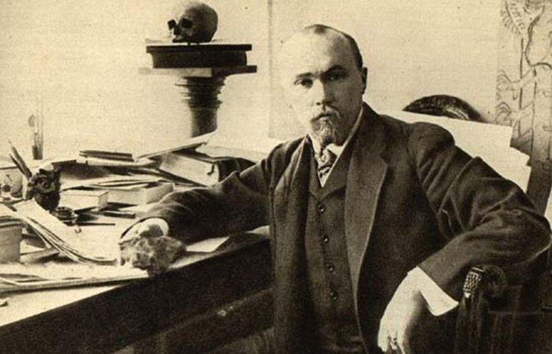Nikolajs Rērihs savā darbistabā. 20. gadsimta sākums.