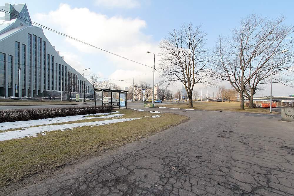 Vieta piemineklim, kas godinātu visu veidu un dažādu laiku cīnītājus par Latvijas valstiskuma atjaunošanu, jau nolūkota Daugavas krastā, iepretim LNB ēkai. Piemineklis ierēķināts arī Mūkusalas krastmalas revitalizācijas plānos.