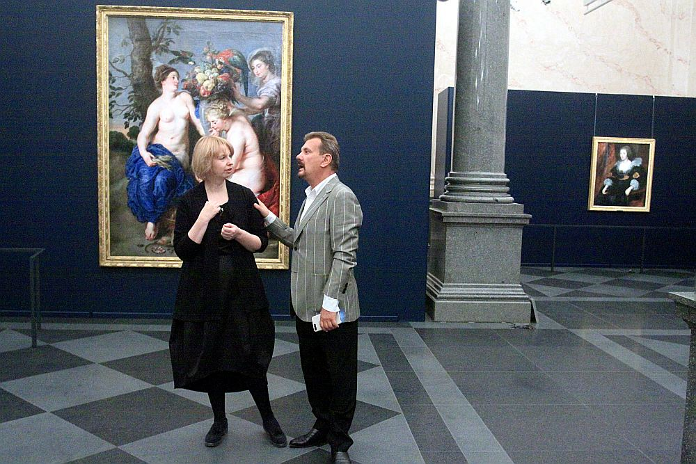 Muzeja vadītāja Daiga Upeniece un mecenāts Boriss Teterevs