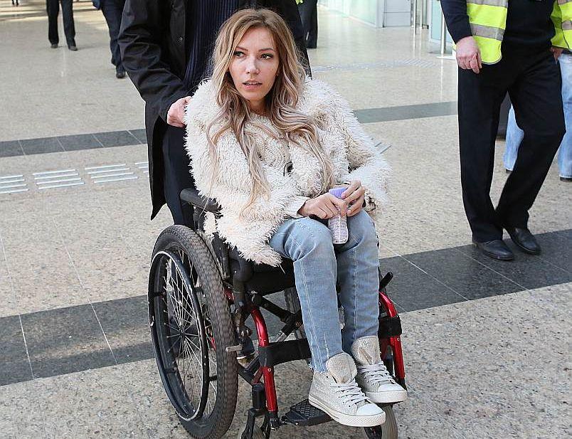 Kremļa polittehnologi izlēma sūtīt uz Kijevu 27 gadus veco dziedātāju un dziesmu autori Jūliju Samoilovu, kura uzstājas ratiņkrēslā, jo cieš no muguras muskuļu atrofijas.