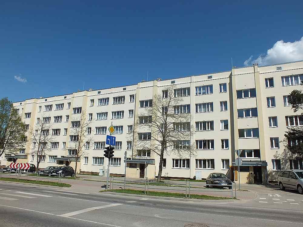 Valmieras Stacijas ielas 13. nams pēc renovācijas.