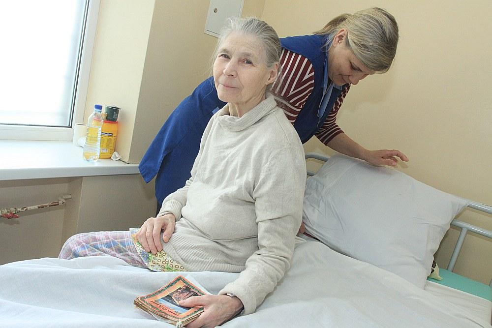 Kaut gan Ļubova no Krievijas Rīgas Psihiatrijas un narkoloģijas centrā tiek aprūpēta pēc labākajiem standartiem, tomēr viņa ilgojas pēc saviem tuvākajiem radiniekiem un gaida, kad beidzot varēs nokļūt dzimtenē. Kopā ar pacienti ir medicīnas māsas palīdze Inese Vārna.