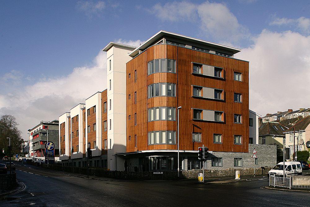 """""""Nordic Homes"""" būvēta koka daudzstāvu ēka Plimutā."""