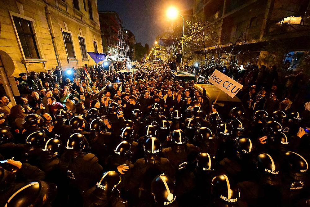Svētdien notikusī demonstrācija bija lielākais protests pret premjerministra Viktora Orbāna valdības politiku kopš 2014. gada.