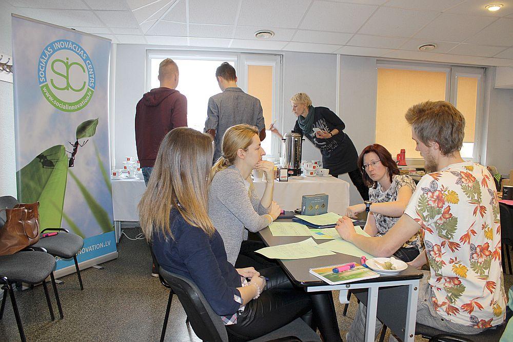 Divu dienu projektā jauniešiem bija iespēja ieklausīties padomdevējos un saprast, kas viņu idejās jāuzlabo un kā to labāk pasniegt žūrijai un investoriem nākotnē.