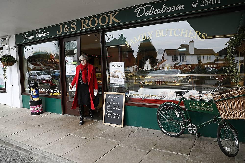 Arī Lielbritānijā katru gadu notiek mazā biznesa sestdiena. Iepriekšējā bija 3. decembrī, kad premjerministre Terēza Meja apmeklēja vietējā miesnieka veikalu savā dzīvesvietā Meidenhedā.