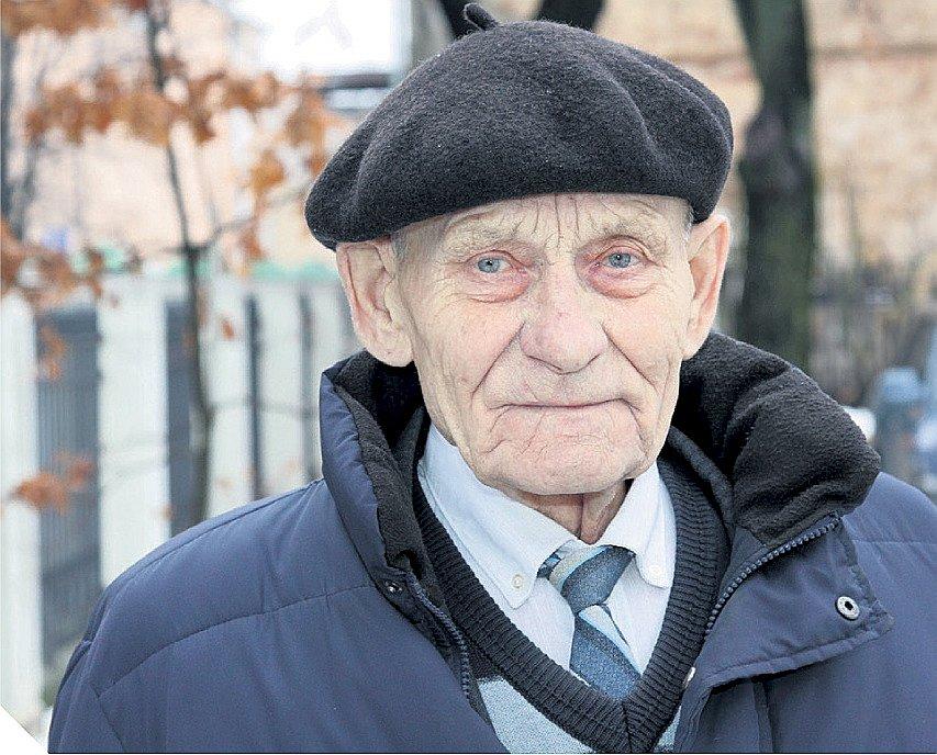 """Bioloģijas zinātņu doktors Arvīds Priedītis LVMI """"Silava"""" strādā kopš 1968. gada. Par mūža ieguldījumu Latvijas meža zinātnē un ar to saistīto nozaru attīstībā viņš apbalvots ar Atzinības krustu."""