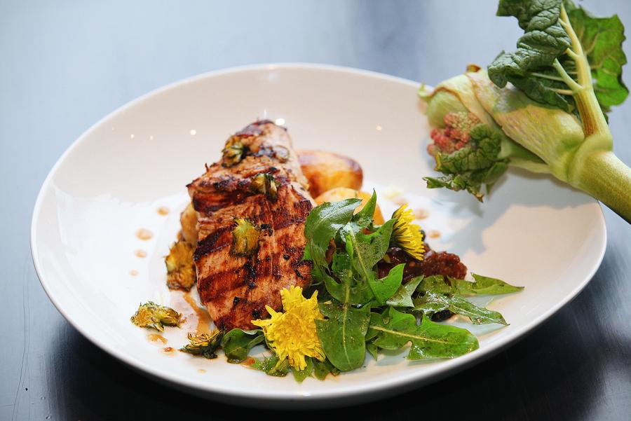Grilēta tītara fileja rabarberu–ingvera marinādē