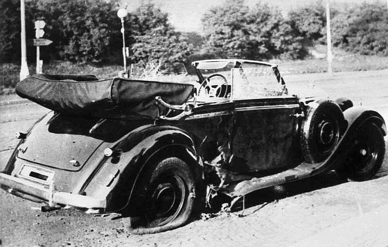 SS obergrupenfīrera Reinharda Heidriha automašīna pēc 1942. gada 27. maija atentāta Prāgā.