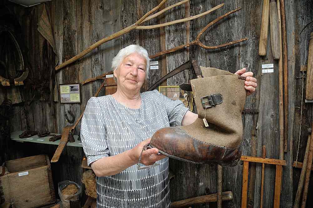 Aija Ozoliņa domā, ka šo milzu zābaku valkājis kāds Vidrižu pagasta zvejnieks vai mežstrādnieks.