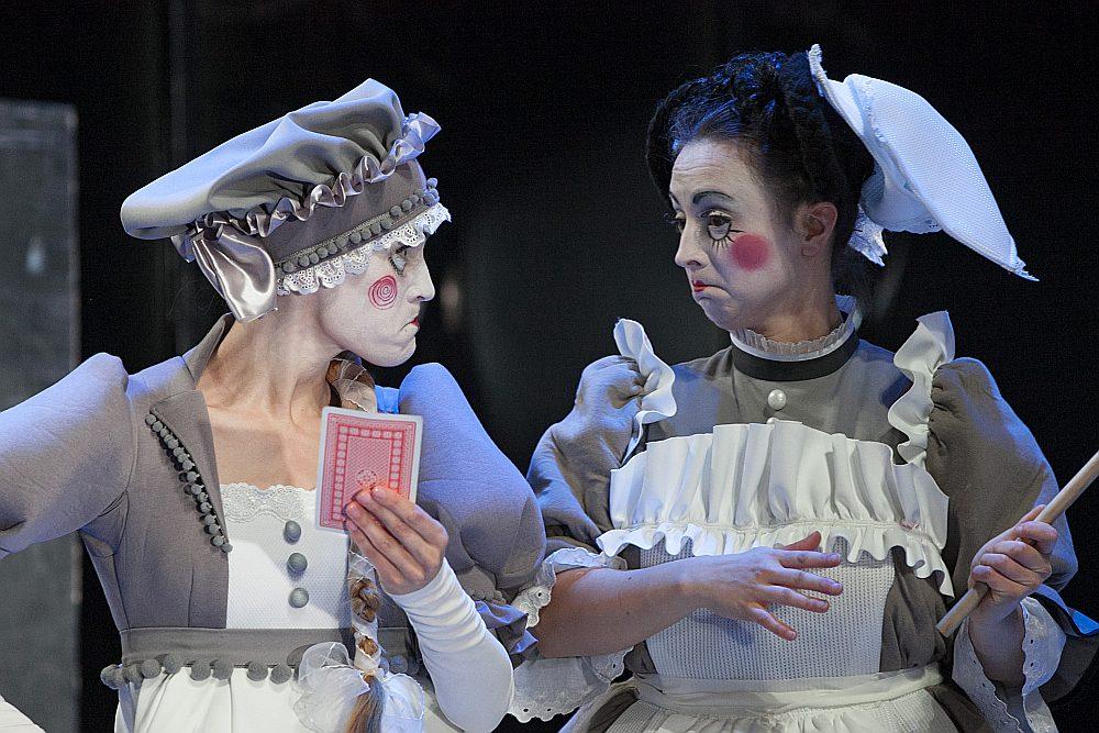 """Liepājas teātrī iestudētā izrāde """"Precības"""" (režisors Sergejs Zemļanskis) ir viena no piecām labākajām, kas izvirzīta """"Spēlmaņu nakts"""" nominācijā """"Gada lielās formas izrāde""""."""