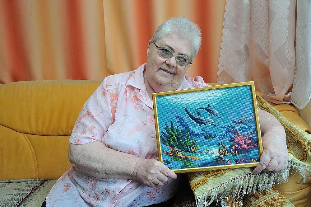 Astra Tomsone izšuvusi vairāk nekā astoņdesmit gleznu.