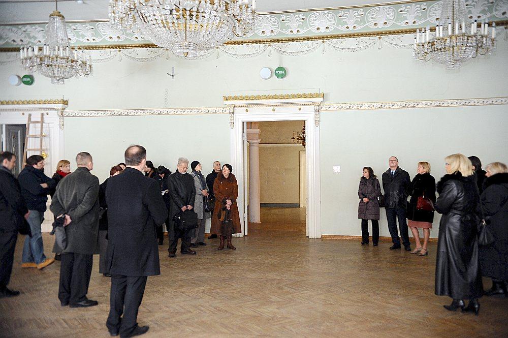 """Saskaņā ar programmu """"Mantojums 2018"""" Vāgnera zāles apsekošanai bija jāsākas 2006. gadā un līdz 2018. gadam jātiek rekonstruētai. Taču nomainījušies jau četri ministri, bet nekādas skaidrības par ēkas likteni joprojām nav."""
