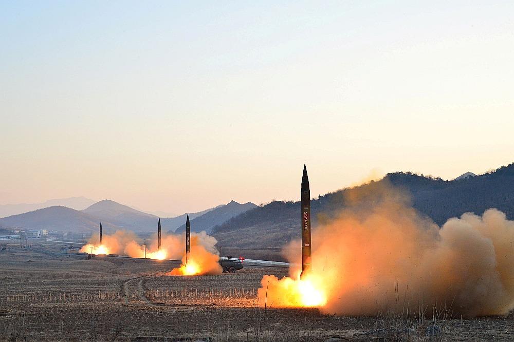Ziemeļkorejas raķešu demonstratīvais starts