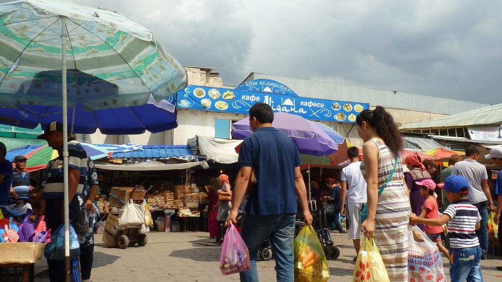 Biškekas centrālais tirgus, ko varētu dēvēt par pilsētas vēderu