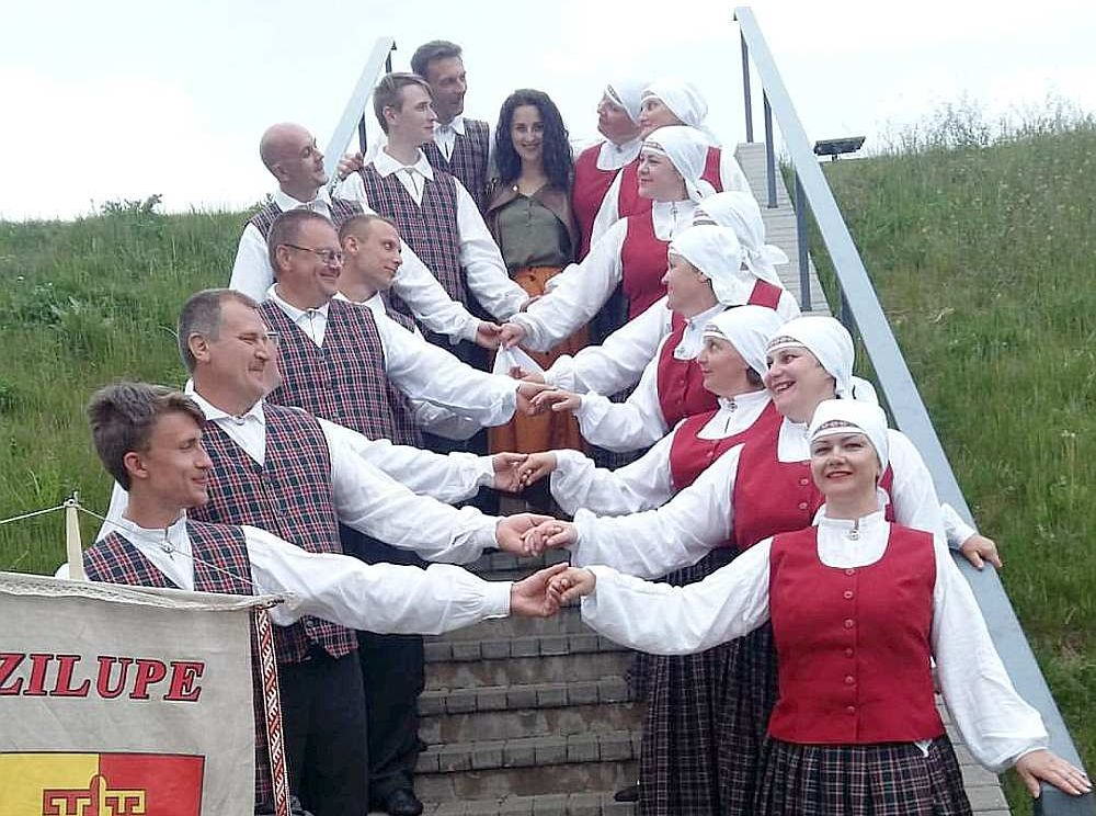 Zilupē iedejojušies jau divi tautas deju kolektīvi.