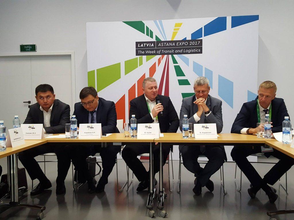 """Apaļā galda diskusija """"Konteinerpārvadājumu attīstība Eirāzijas teritorijā"""" Astanā, izstādes Expo 2017, laikā"""