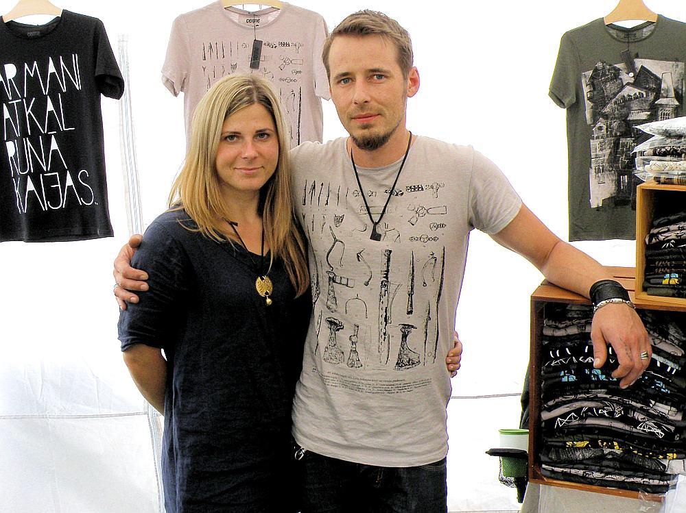 Ata un Zanes Jēkabsonu kreklu dizaini radušies, iedvesmojoties no seno rotu motīviem, vēstures liecībām vai dabas.