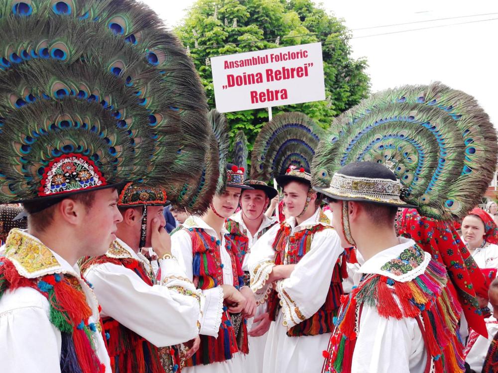 "Folkloras kopa no Rumānijas ""Doina Rebrei""."