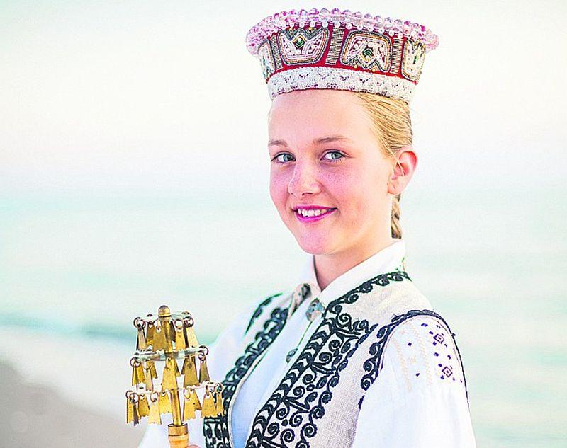 ālākajā Kurzemes pusē– Nīcas novadā– Latvijas valsts simtgades Dziesmu un deju svētkiem pošas pieci kolektīvi. Kā pašvaldība atbalsta Dziesmu un deju svētku tradīcijas uzturēšanu un tālākattīstību? Cik apmierināti ar pašvaldības atbalstu var būt Nīcas novada amatieri?