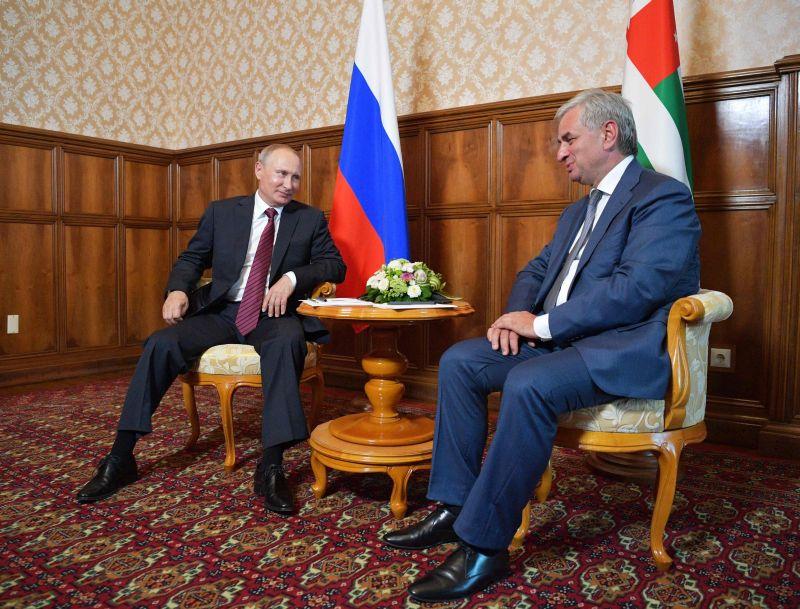 Vladimirs Putins un Rauls Hadžimba