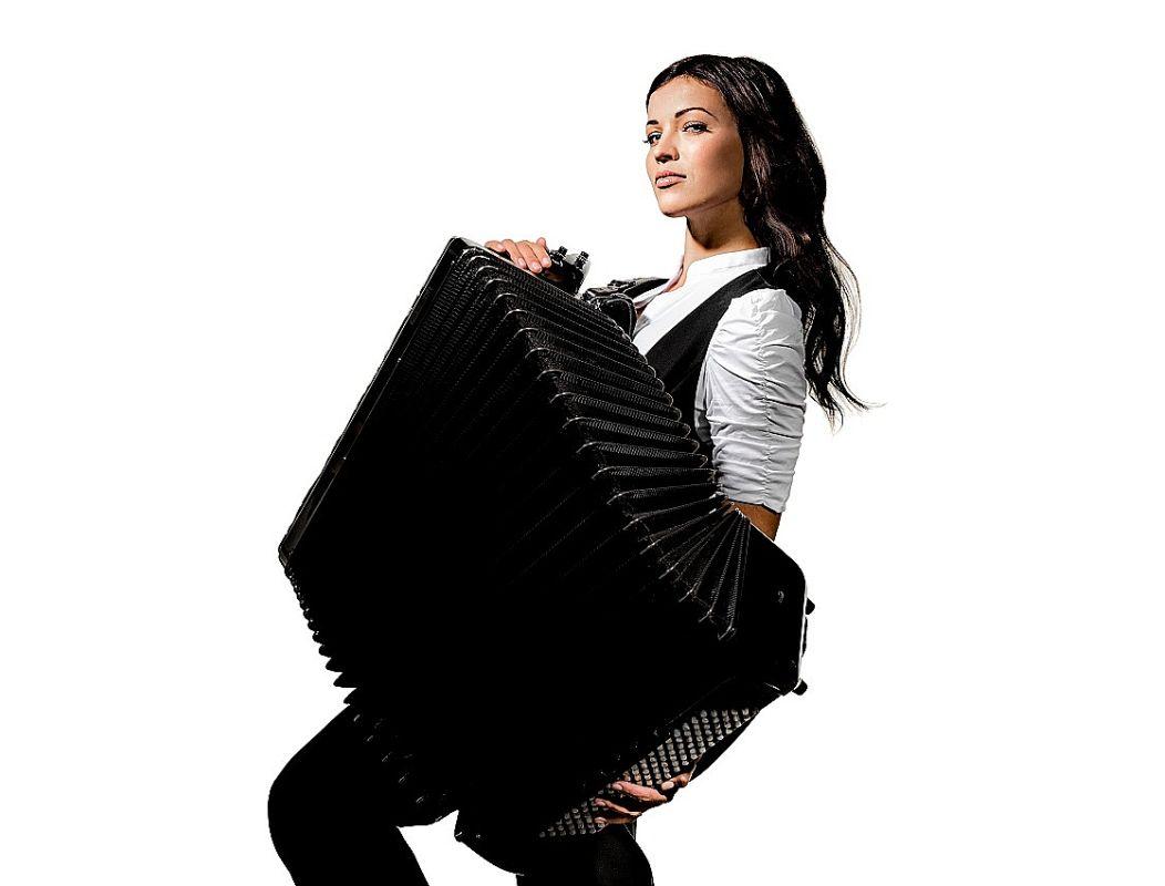 Arī laikmetīgajā mūzikā Ksenijas Sidorovas harisma, emocionālā aizrautība un virtuozo nianšu gamma nekur nebija pazudusi.