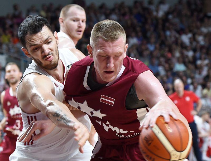 Rolands Šmits (no labās) sevi šovasar piesaka starp Latvijas izlases līderiem.