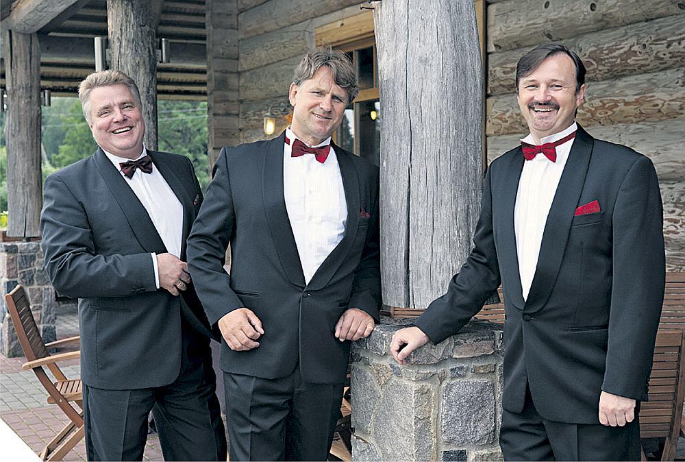 Trīs Latvijas tenori – Miervaldis Jenčs (no kreisās), Nauris Puntulis un Guntars Ruņģis.