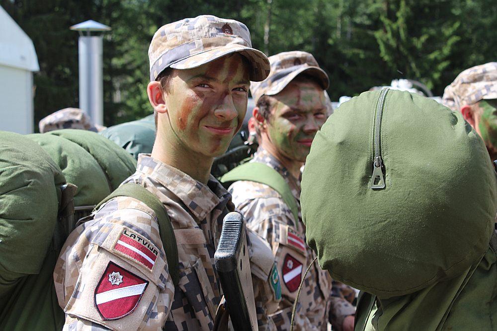 Izturīgs, zinātkārs un izpalīdzīgs – tāds, pēc 56. bataljona kaujinieka Kārļa Levinska domām, ir īsts zemessargs.