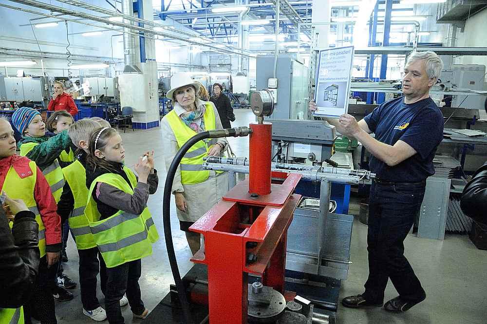 Plānots, ka skolas Eiropas finansējumu izmantos arī, lai vestu skolēnus mācību vizītēs uz uzņēmumiem.