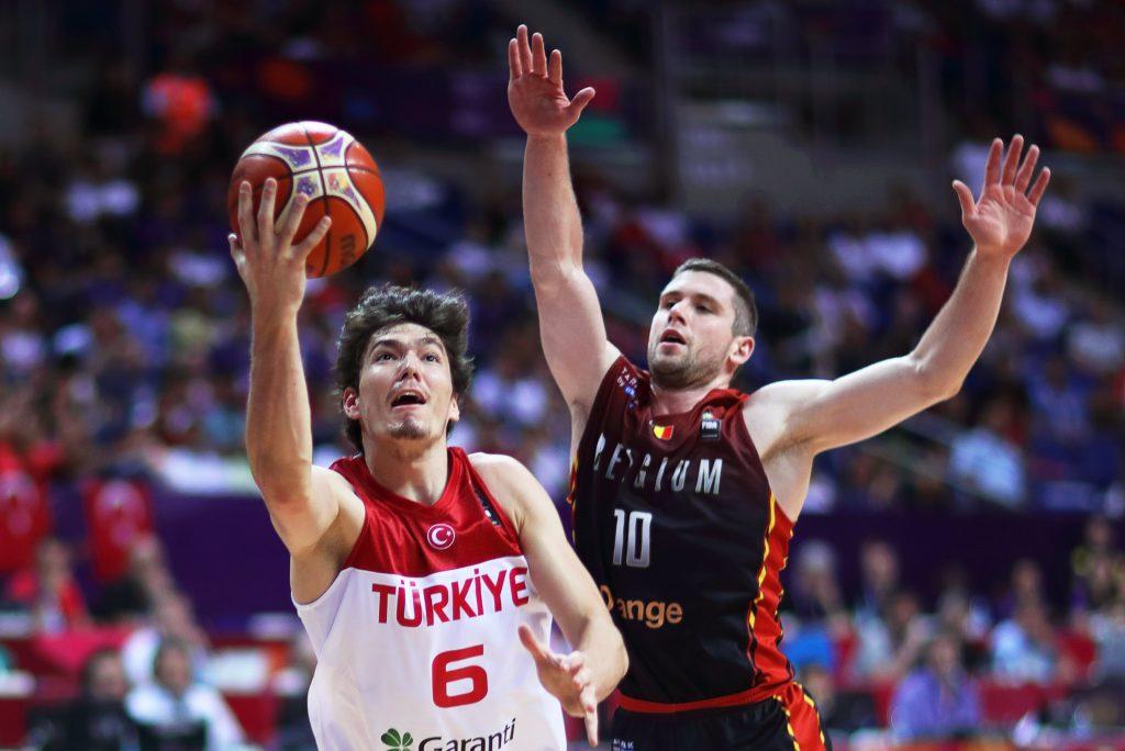 Turkey's Cedi Osman (L) in action against Belgium's Quentin Serron (R) during the EuroBasket 2017 group D match between Turkey and Belgium in Istanbul, Turkey, 05 September 2017.  EPA/TOLGA BOZOGLU