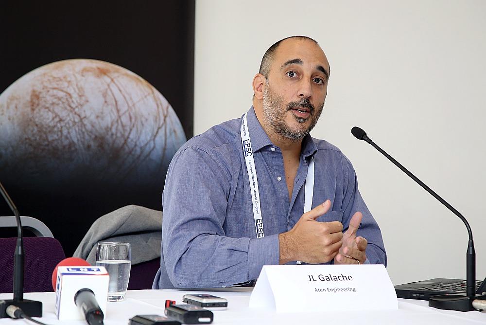 """Kosmosa zinātnieks Hosē Luiss Galače: """"Uz dullo neurbsim, taču, no kā veidots katrs asteroīds, mēs nezinām – jāuzlabo asteroīdu kartēšana, jāidentificē derīgie asteroīdi un jāsaprot, kā augsne jeb regolīts ietekmēs tehniku."""""""