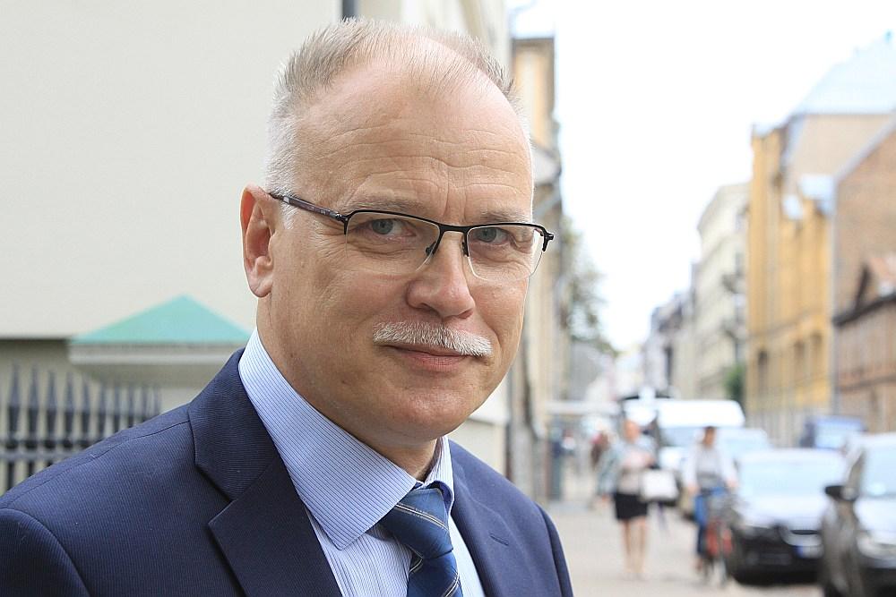 Valdis Keris, Dr. habil. med., Latvijas Veselības un sociālās aprūpes darbinieku arodbiedrības (LVSADA) priekšsēdētājs