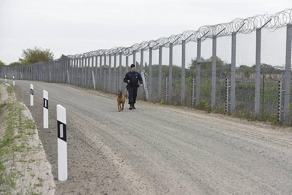 Žogs uz Ungārijas un Serbijas robežas.