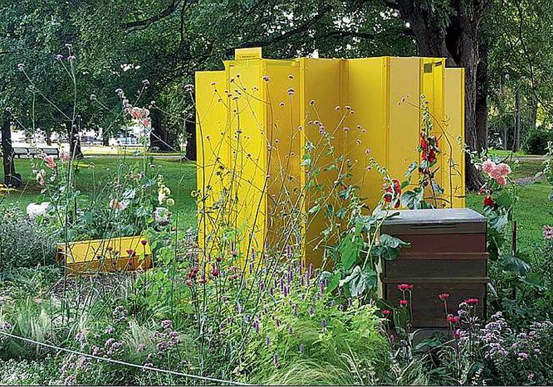 Īstas bites īstos stropos skaisti sakoptā dārzā izraisīja pozitīvas emocijas gan festivāla žūrijai, gan Tallinas parka apmeklētājiem.