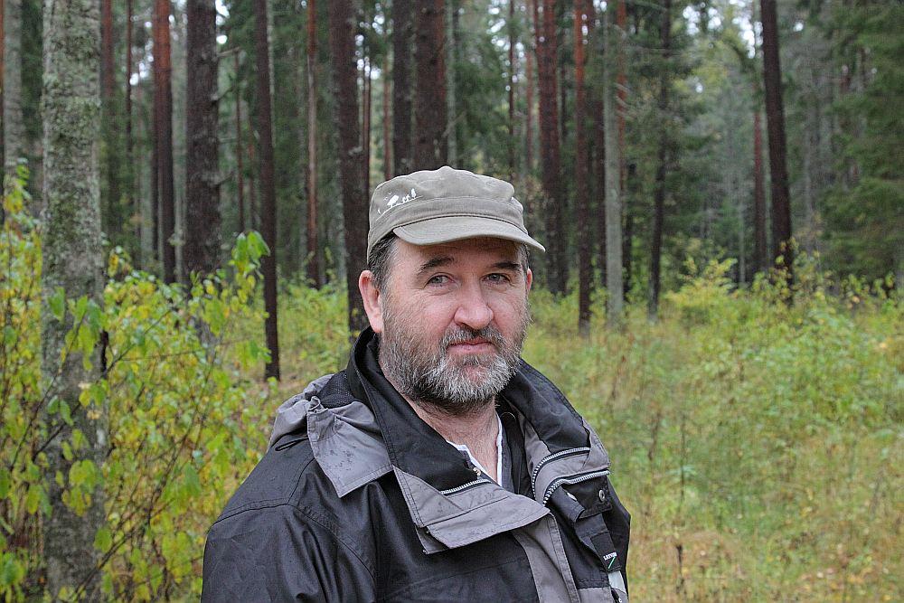 """Ivars Ozols, LVM Kurzemes reģiona infrastruktūras vadītājs: """"2005. gada vētra Akmensraga iecirknī jūtamus potījumus nenodarīja. Tas liecina, ka pēcvējgāžu mežs aug stiprs un ir labi apsaimniekots."""""""