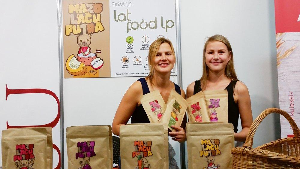 Laura Prūse (no kreisās)  un viņas meita Renāte Treimane.